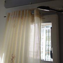 autocaravana-ventana-con-cortina